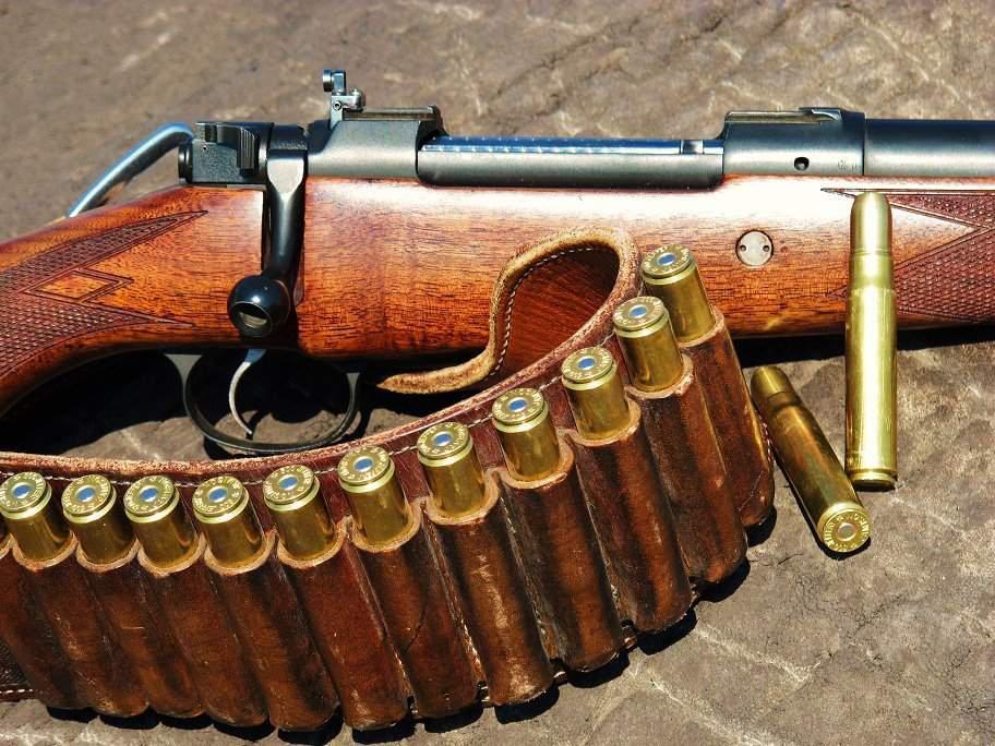 Вквартире наЛенинском вПетербурге найдено оружие ибоеприпасы