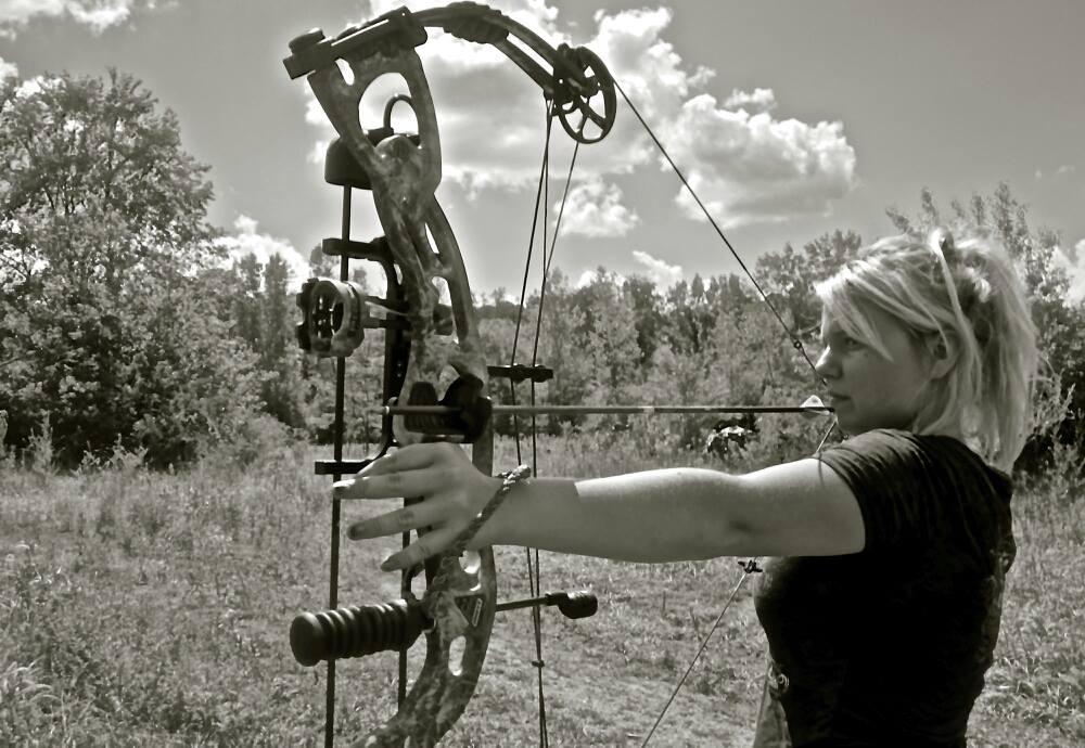 Охота с блочным луком, женщины охотницы